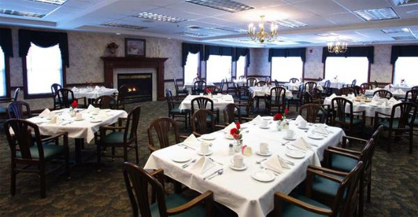 Dining | Danbury Senior Living Cuyahoga Falls